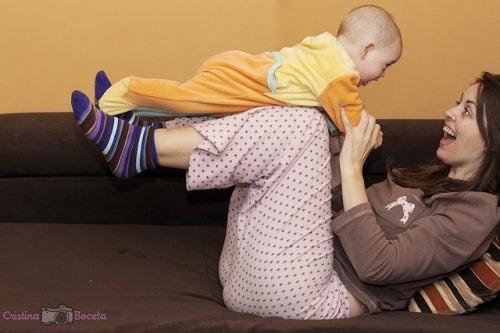 Hora de brincar! Atividades semanais para o primeiro ano do seu bebê