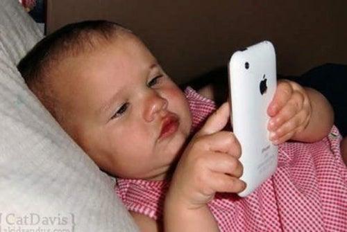Como os iPads e smartphones afetam os menores de 2 anos