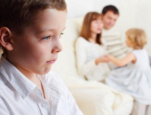 Como lidar com o ciúmes das crianças