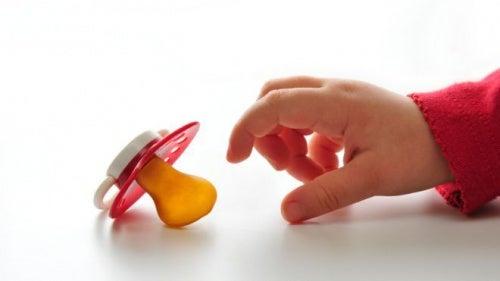 O uso da chupeta e da mamadeira é prejudicial para as crianças?