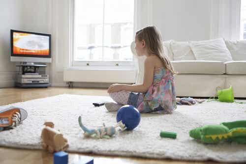 Quanto tempo seu filho pode ficar grudado na frente da televisão