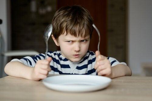 Porque não devemos obrigar as crianças a comer?