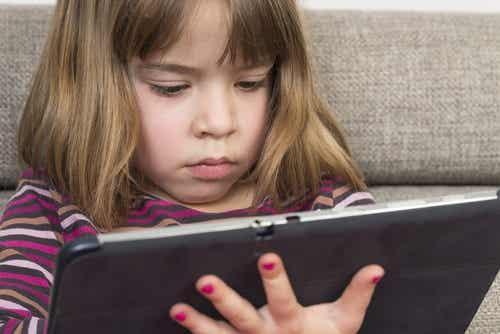 A hora de brincar para uma criança não é um luxo, é uma necessidade