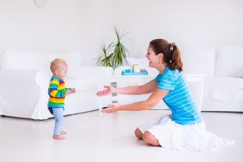 Ajude o seu bebê a dar os primeiros passos