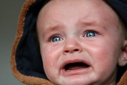 bebês chorarem