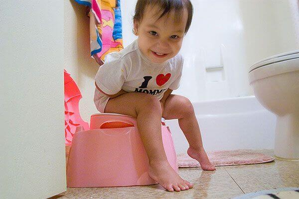 Como ensinar as crianças a usar o banheiro e deixar a fralda?