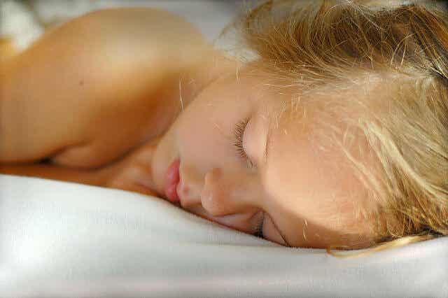 Dicas para ajudar seu filho a parar de fazer xixi na cama