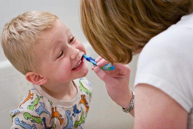 cuidar dos dentes de leite
