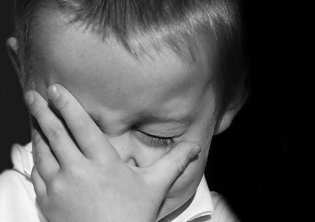 levar as crianças a chorar