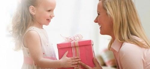Ensine ao seu filho o verdadeiro valor de um presente