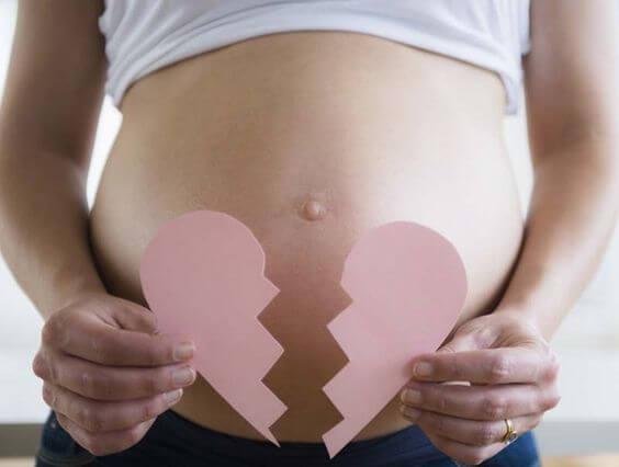 6 coisas que você não deve dizer a uma mulher que sofreu um aborto