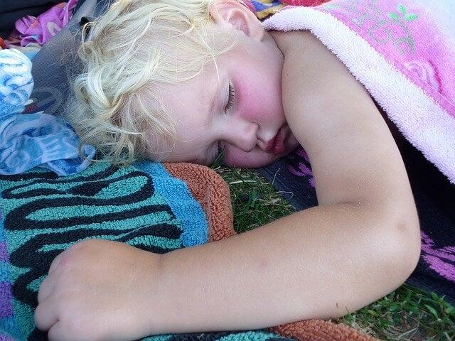 Causas do ronco e da apneia do sono nas crianças