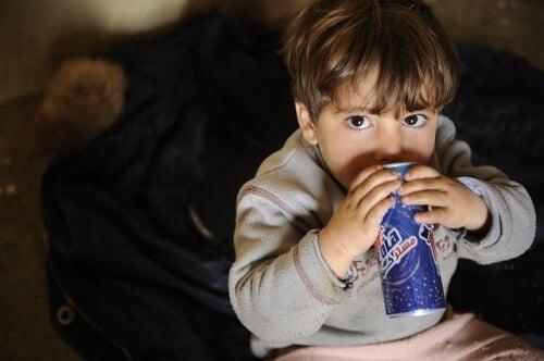 Por que refrigerantes são prejudiciais às crianças?