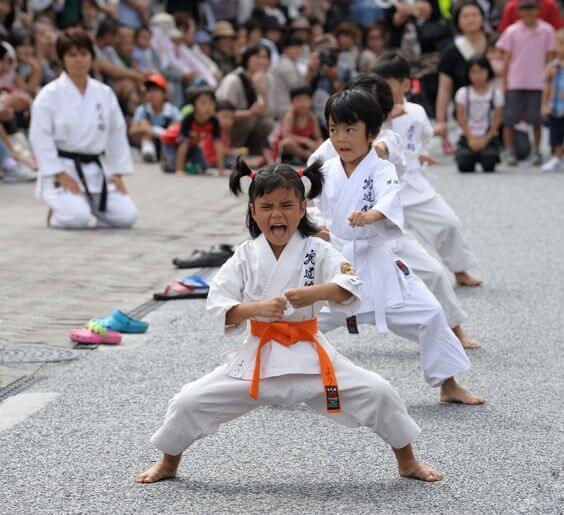 As artes marciais para moldar o caráter das crianças