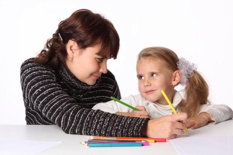 A caligrafia é algo com o que as crianças não se importam muito. Então estás nas suas mãos! Veja, neste artigo, 5 dicas para ajudar a melhorar a letra do seu filho.
