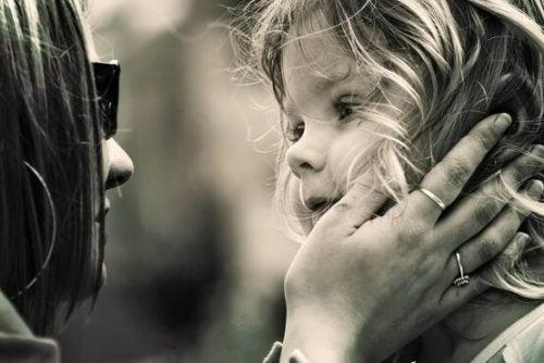 Ensine a criança a mostrar respeito quando surgem desavenças