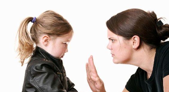 Saiba como educar uma criança indiscreta