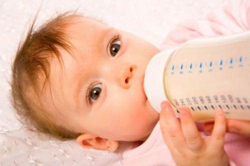bebê recusa a mamadeira