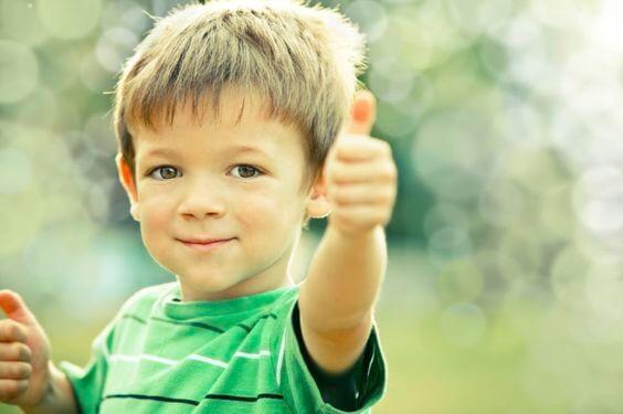 A partir de que idade as crianças devem aprender boas maneiras?