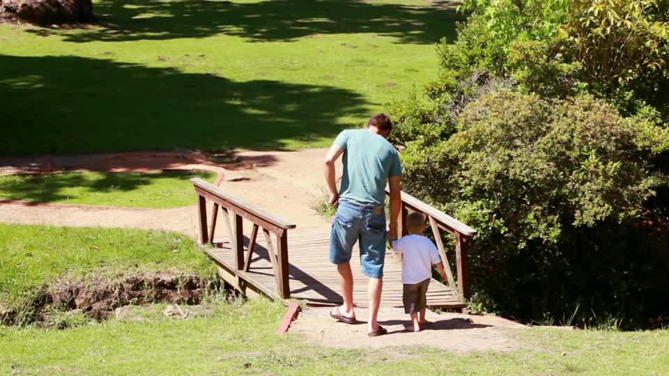 Um bom pai constrói pontes para o coração do seu filho, e não muros