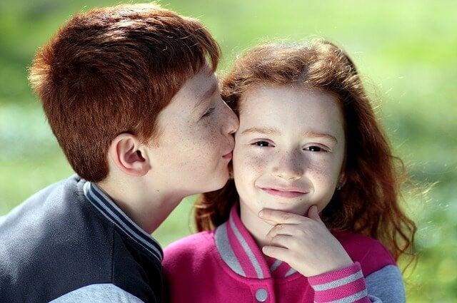 3 erros que favorecem os ciúmes em seus filhos