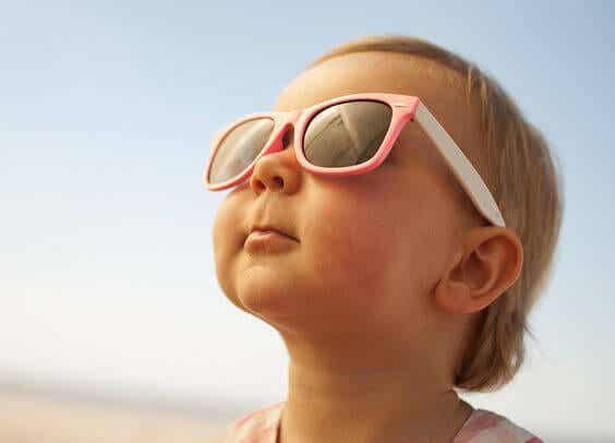 Saiba como proteger corretamente o seu bebê do sol