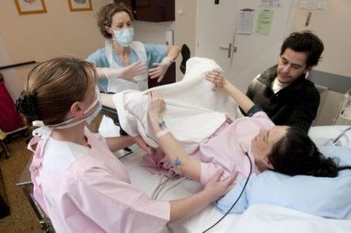 Possíveis complicações no parto e como evitá-las