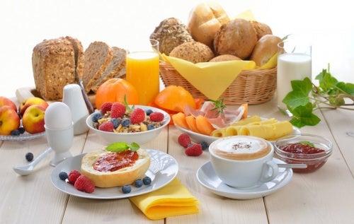 Aprenda a preparar três deliciosos cafés da manhã
