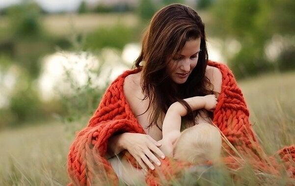 Mitos que você deve conhecer sobre a amamentação