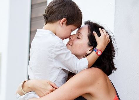 O melhor refúgio para o seu filho é seu abraço