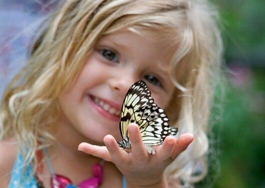 As crianças são como borboletas no céu