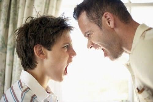 Quais são os pontos fortes de uma criança desafiadora?