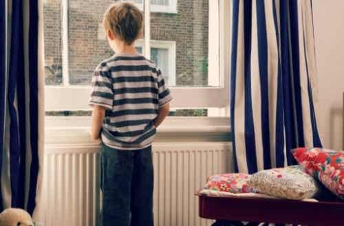 Seus filhos podem ficar sozinhos em casa?