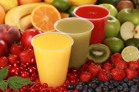 Os riscos de dar muito suco de frutas para as crianças