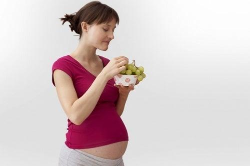 Os grandes benefícios das uvas durante a gravidez