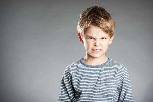 Mau humor infantil é um sinal de inteligência?