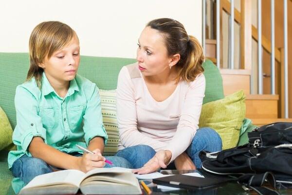 O que não fazer ao ajudar seu filho com as tarefas escolares
