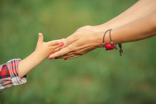 O carinho, um elemento essencial na vida de uma criança