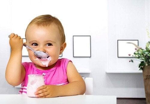O seu bebê pode comer iogurte?