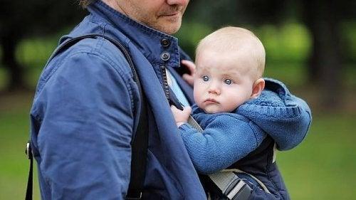 Canguru para bebês: a criação no colo e em família