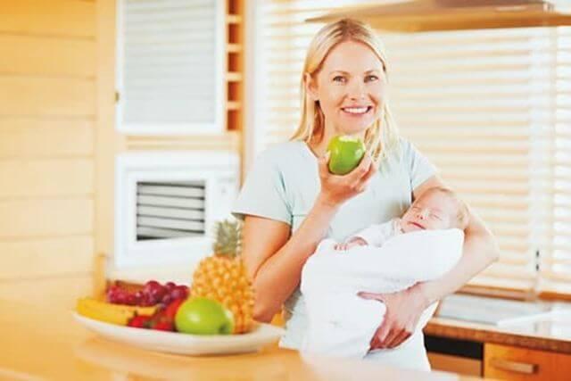 Conselhos para comer enquanto você está amamentando seu bebê