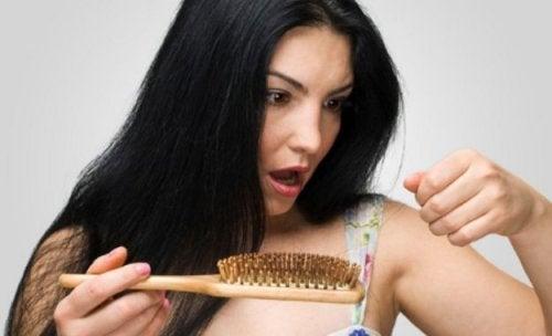 5 conselhos para prevenir a queda de cabelo durante a amamentação