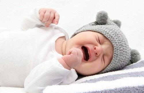 Se o bebê chora insistentemente, pode ser cólica