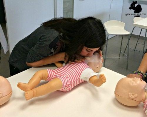 Importante! Como salvar a vida do seu do seu filho se ele parar de respirar