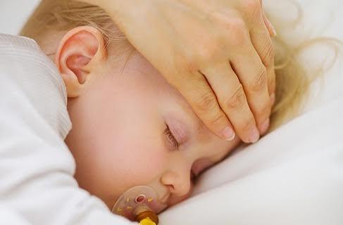 3 maneiras de medir a febre do bebê