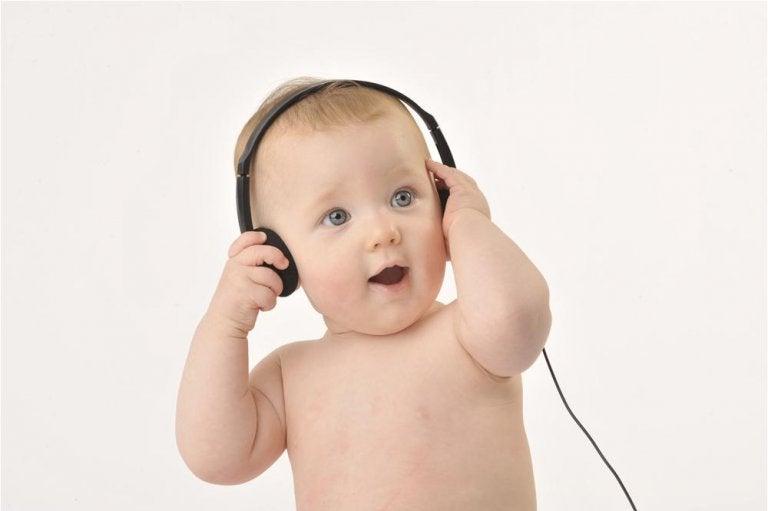 Um estudo confirma que a música e capaz de ajudar os bebês a falarem