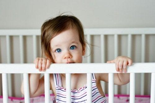 7 truques para levar o bebê do berço para a cama