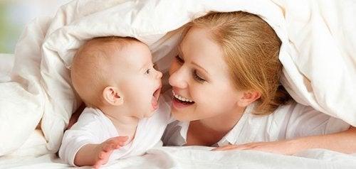 9 Jogos para estimular os sentidos do bebê