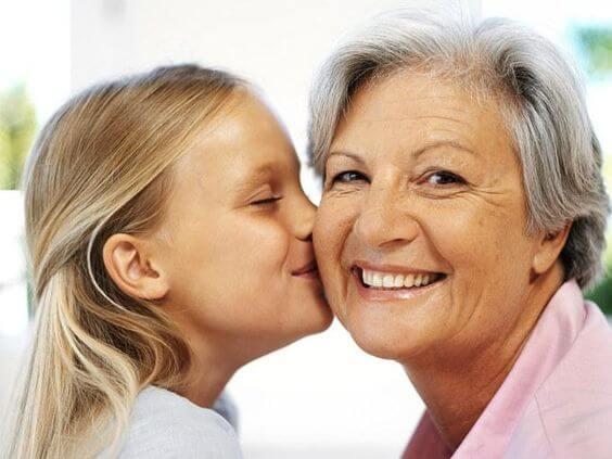 Avó materna tem mais afinidade com os netos