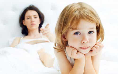 Qual a idade mais difícil das crianças segundo as mães?